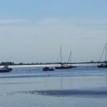 Boote im Wasser an der Ostsee