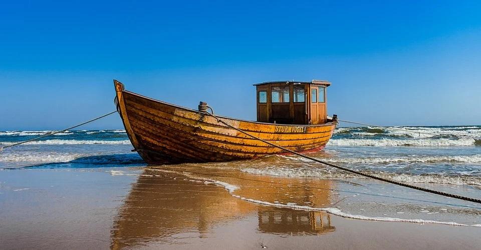 Boot, Strand von Ahlbeck, Usedom, Seebad, Ostsee Urlaub, blaues Meer